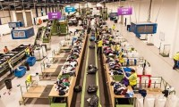 Fizyczna praca Niemcy dla par bez języka Drezno sortowanie odzieży używanej