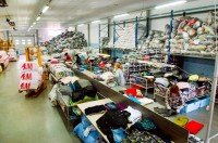 Fizyczna praca w Niemczech dla par bez języka sortowanie odzieży używanej Düsseldorf