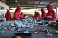Fizyczna praca Niemcy z podstawowym językiem – segregacja odpadów w Monachium