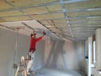 Praca Niemcy na budowie przy wykończeniach dla monterów płyt K-G